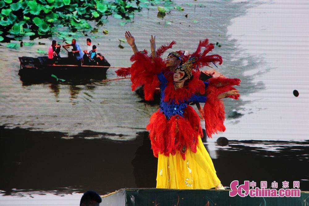 <br/>绚丽的舞蹈演出将歌舞《大运河》表现的如诗如画。<br/>