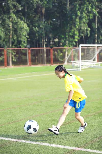 <br/>  森碟踢足球。<br/>