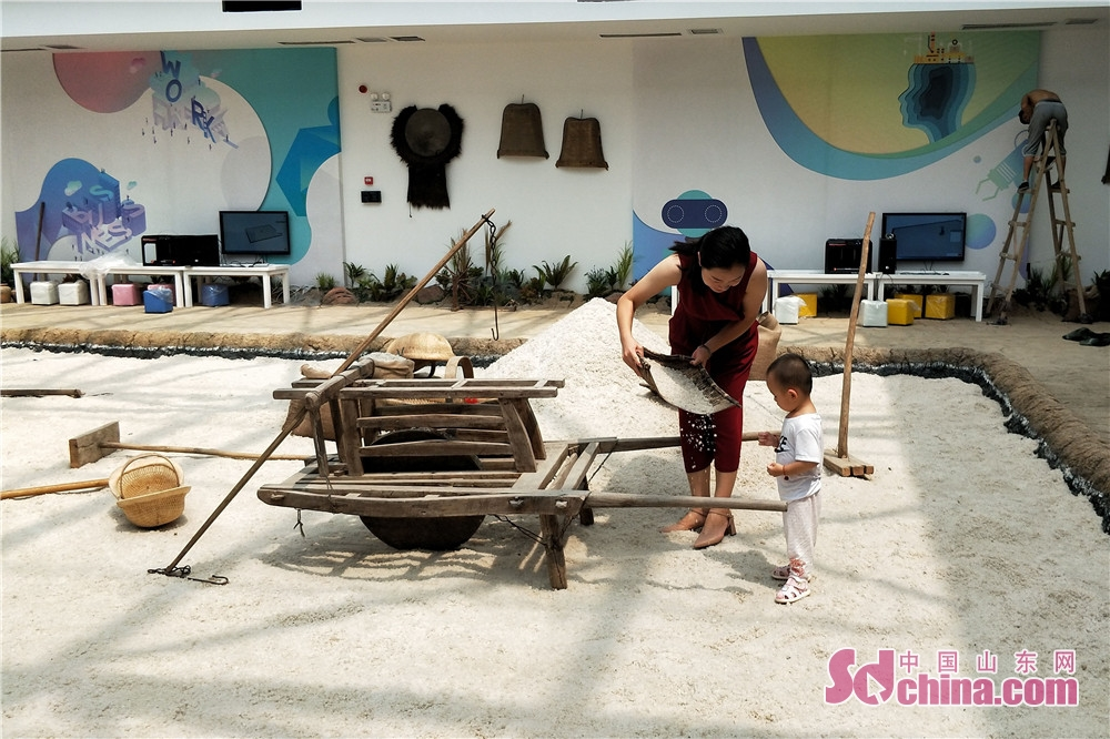 Visitors play and experience the salt culture in Dongying Salt Culture Museum. Dongying Salt Culture Museum,  the first such museum in Shandong started the soft opening in Dongying, east China's Shandong Province, on July 28, 2018.