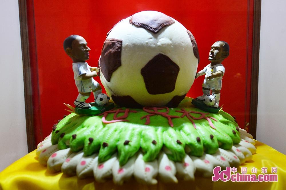 문화절에 전시하는 월드컵 축구 면소.