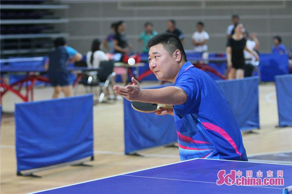 <br/>  本次比赛设有男子团体、女子团体,甲乙丙组男子单打、女子单打,采用国家体育总局审定的最新乒乓球竞赛规则。参赛运动员都是层层选拔出来的乒乓球业余高手,竞争非常激烈。