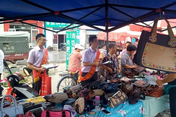 农行齐河县支行积极开展零售产品进集贸市场主题宣传活动
