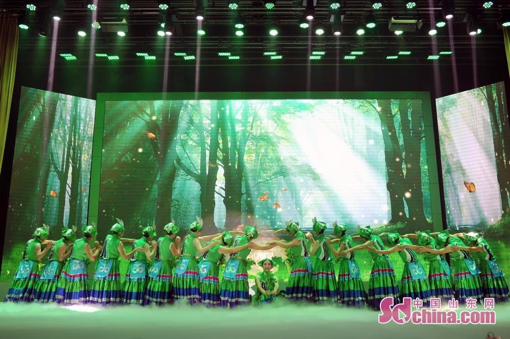 <br/>  舞蹈《呼唤绿荫》。