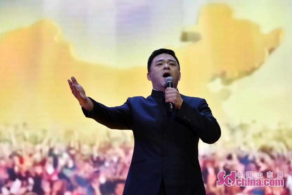 <br/>  中国歌剧舞剧院歌剧团的副团长,男中音歌唱家余音,他是焦裕禄同志的外孙,曾师从著名歌唱家吴雁泽先生,并多次合作《焦裕禄之歌》的演唱与节目录制。在举办琉璃文化艺术节之际,特意为博山的父老乡亲献上两首歌曲《焦桐花儿开》和《永远跟党走》。
