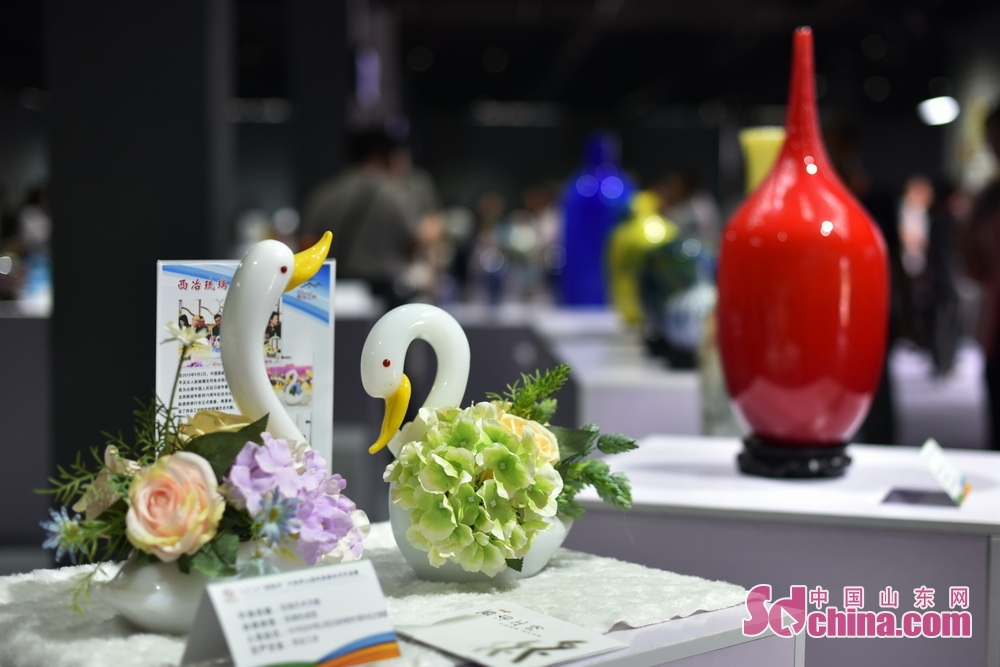 A pair of colored glaze ornaments is seen in 2018 Boshan Colored Glaze Culture and Art Festival in Boshan. The five-day festival kicked off on August 28 in Boshan District of Zibo, east China&rsquo;s Shandong Province.<br/>
