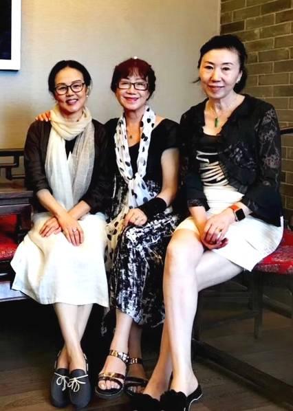 <br/>  董浩与妻子张薇1983年结婚。<br/>