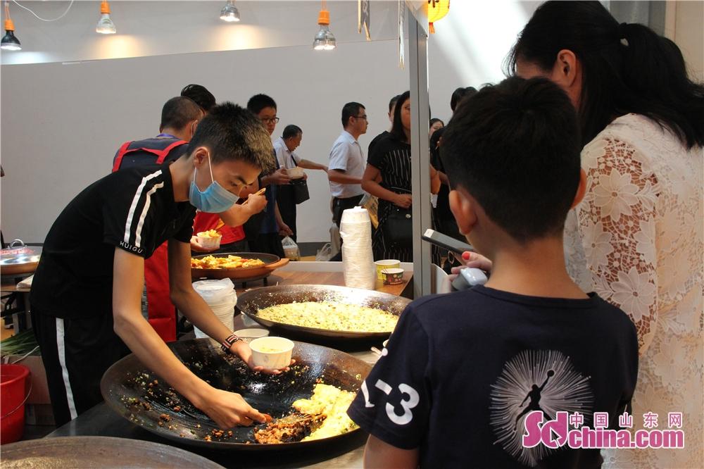 <br/>  台湾美食作为中华美食的一部分,深受大陆人民喜爱。台湾小吃一直是海峡两岸博览会最受市民关注的展区之一。<br/>