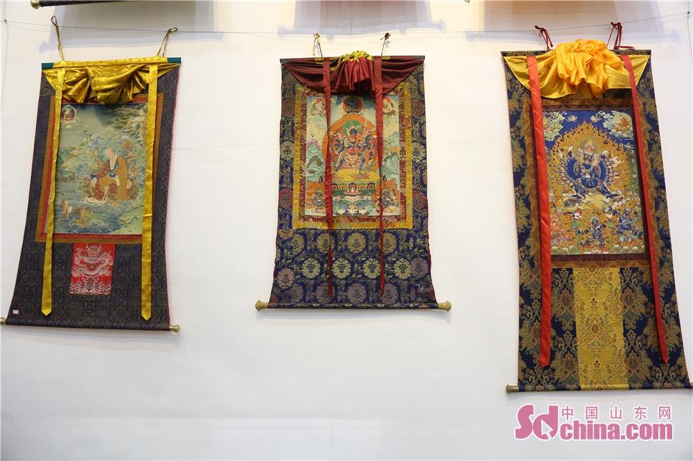 タンカはチベット民族文化の中の特色のある絵画アートである。明らかな民族特徴、濃い宗教意味と独特な芸術スタイルがあって、チベット民族の「百科事典」と言われる。<br/>  中国山東網