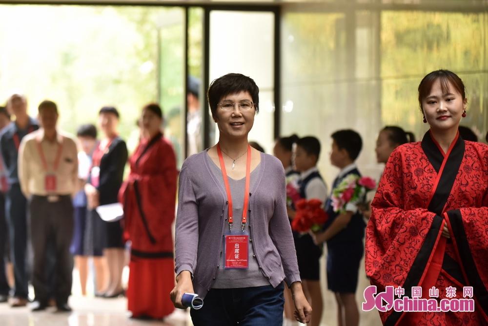 <br/>   上海交通大学人文学院教授朱丽霞。