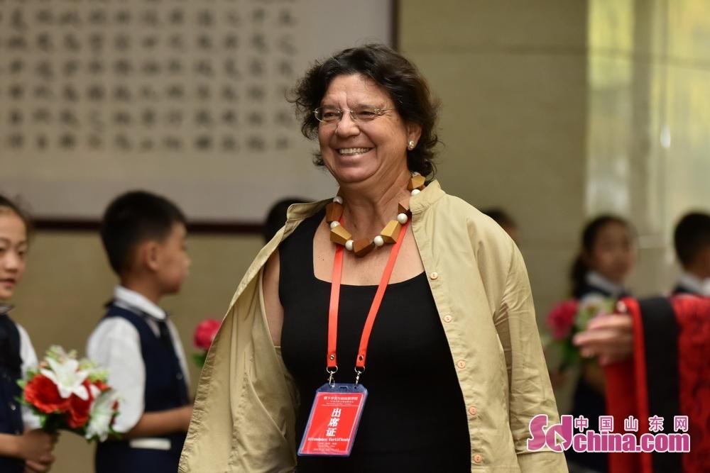 <br/>  雅典大学历史系副教授玛利亚(Maria Efthymiou)。
