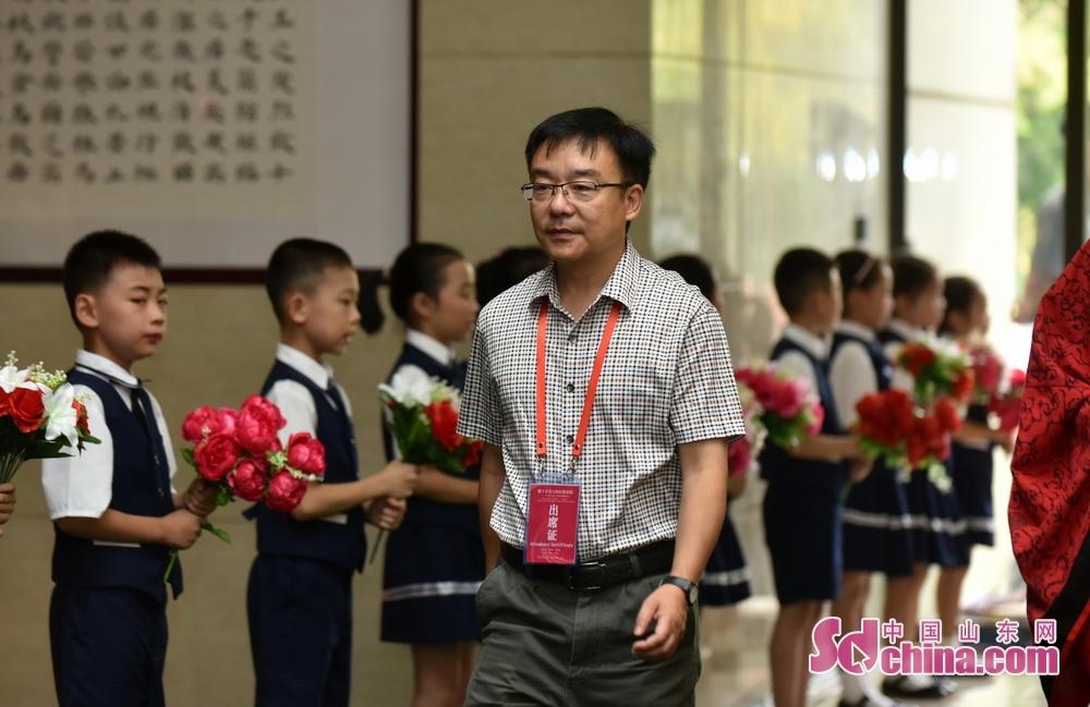 <br/>  中国人民大学哲学院教授、长江学者曹峰。