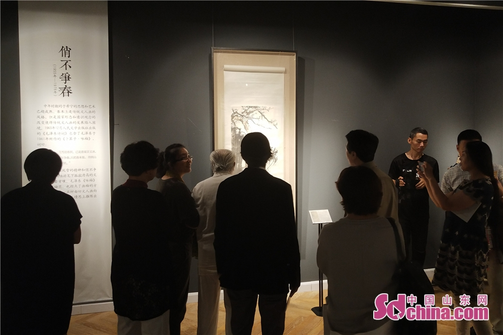 People visit artworks at Yu Xining&amp;rsquo;s Plum Blossom Artwork Exhibition. Yu Xining&amp;rsquo;s Plum Blossom Artwork Exhibition kicked off in Weifang Art Museum in Weifang, Shandong Province on Sept. 18, 2018.<br/>
