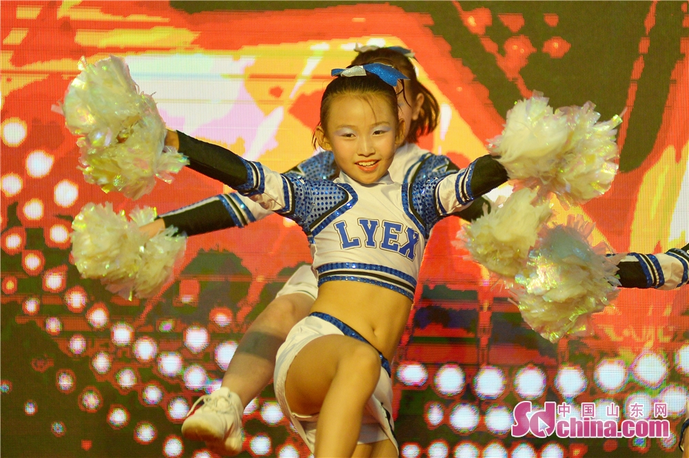 Dancers performs during the &quot;Intelligence + Sports&quot; national fitness week in Qingdao. The 2018 Memory of Shibei &quot;Intelligence + Sports&quot; national fitness week kicked off in Qingdao, Shandong Province, on September 20, 2018.<br/>