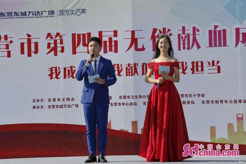 <br/>  成人礼仪式由齐鲁金话筒传媒学校的两名18岁艺考生孟城真、牛浩宇主持。<br/>