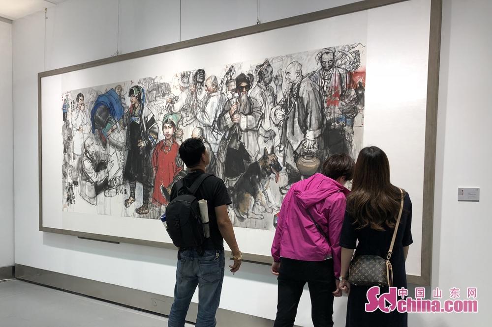 <br/>  展现了祖国的大好河山和风土人情,是一次当今前沿艺术走向的综合展示,多样的风格、各异的展品,为书画年会锦上添花。<br/>