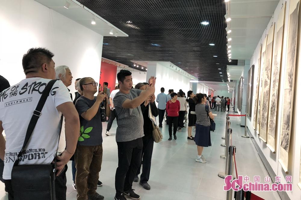 <br/>  整个年会广度深度俱佳、亮点异彩纷呈,是一次中国书画的大汇集、大展示,将为所有热爱艺术、懂得艺术、向往艺术的人们提供一道精神大餐。<br/>