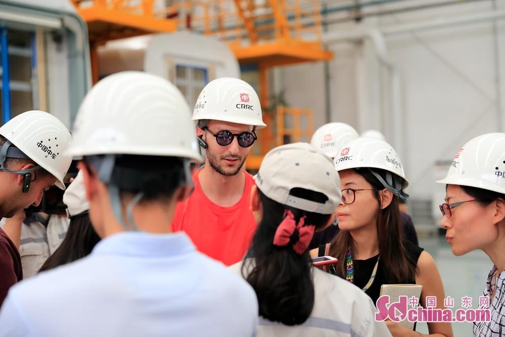参访团成员与中车工作人员进行深入交流。