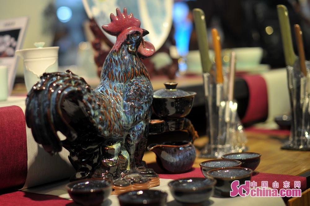 <br/>  在兆霞陶瓷展区展示的特色产品。