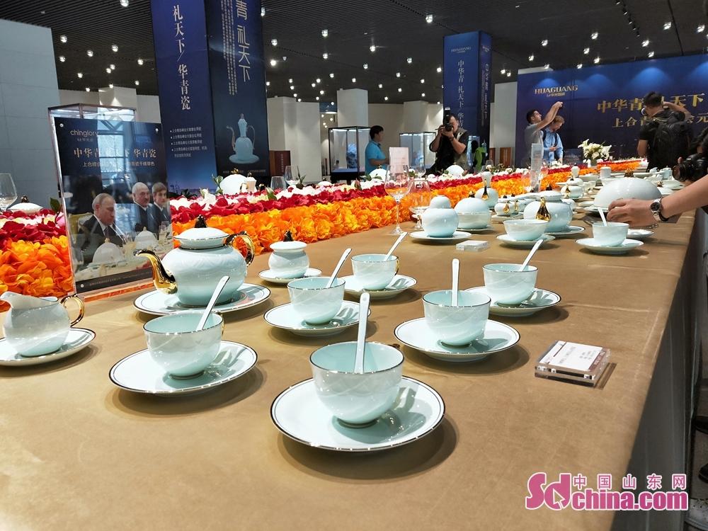 华光陶瓷设计的《千峰翠色》系列用瓷。