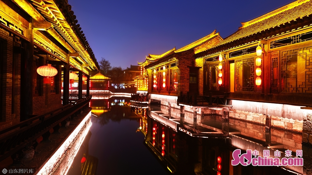 Photo taken on January 15 shows the night view of the ancient town of Taierzhuang in Zaozhuang, east China&amp;rsquo;s Shandong Province.<br/>