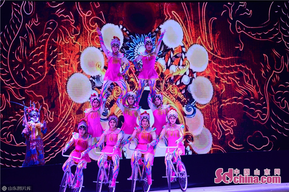 Acrobats perform during an exquisite acrobatics show of New Year Party recently in Jinan, capital of Shandong Province. The acrobats in Shandong have been committed to &quot;translate&quot; China and spread Chinese culture to the world through acrobatics, a shared cultural heritage of mankind.<br/>