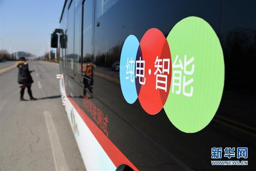 活动现场展出永利国际网站重汽融入人工智能、车联网、云计算、新能源和新材料等技术的&ldquo;无人驾驶电动卡车HOWO&mdash;T5G&rdquo;&ldquo;特定区域低速自动驾驶公交车&rdquo;两款智能网联产品。<br/>