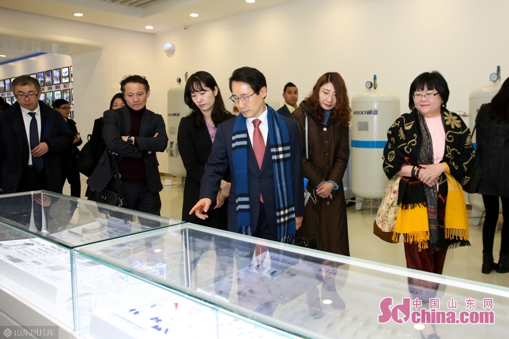 Delegation members visited medicines produced by Wego Group.<br/>