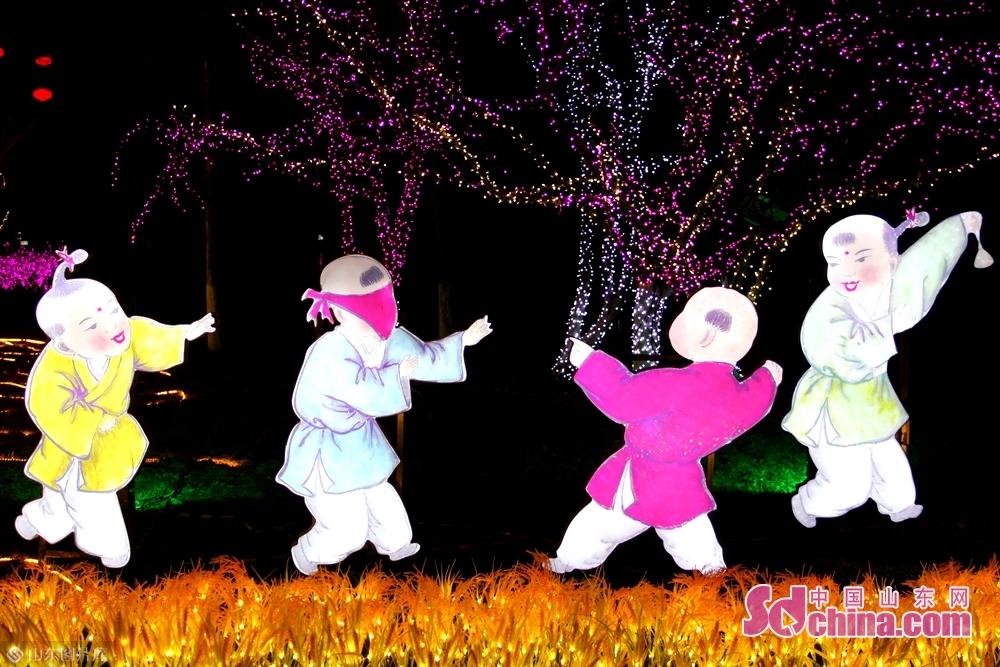 <br/>  春节将至,五彩斑斓、形态各异的花灯惊艳亮相,为济宁增添了浓浓的年味。<br/>