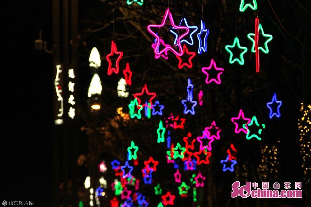 <br/>挂起来的不止是街灯,还有浓浓的的年味,最美是万家团圆的灯火。