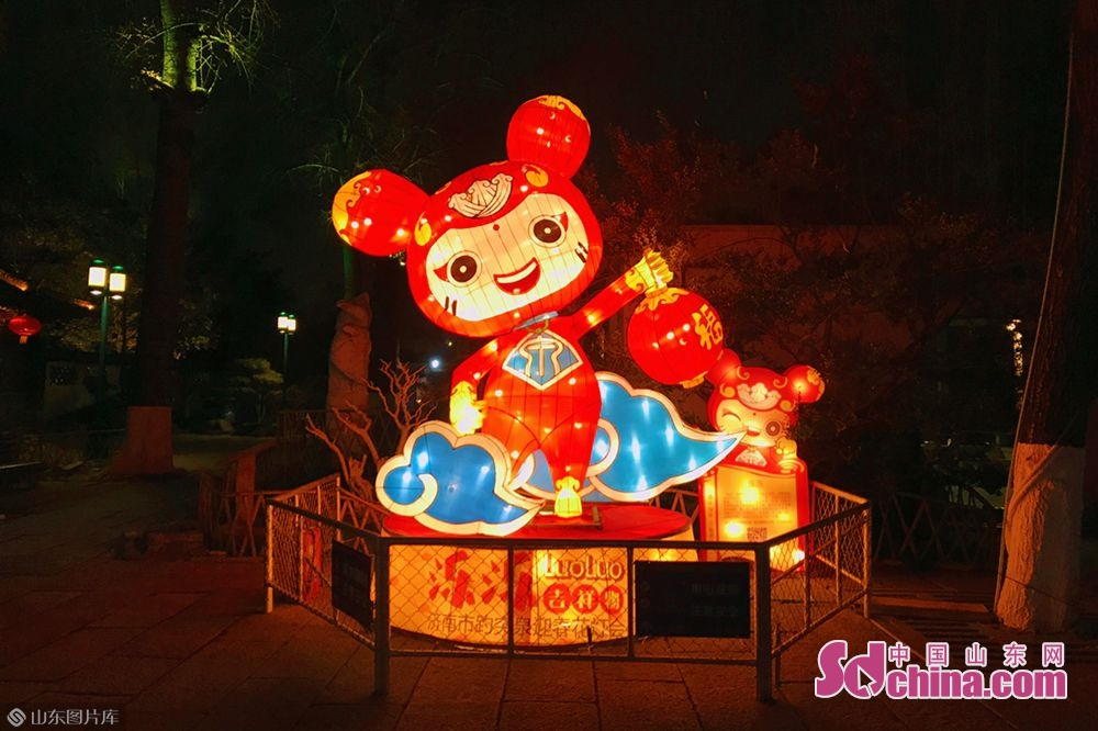 Photo taken on January 27, 2019 shows a set of lanterns in Baotu Spring Park in Jinan, capital of Shandong Province. The 40th Baotu Spring Lantern Festival, highlighting the city's feature of springs and contemporary spirit, is set to raise the curtain in Jinan on February 5, the day of Spring Festival.