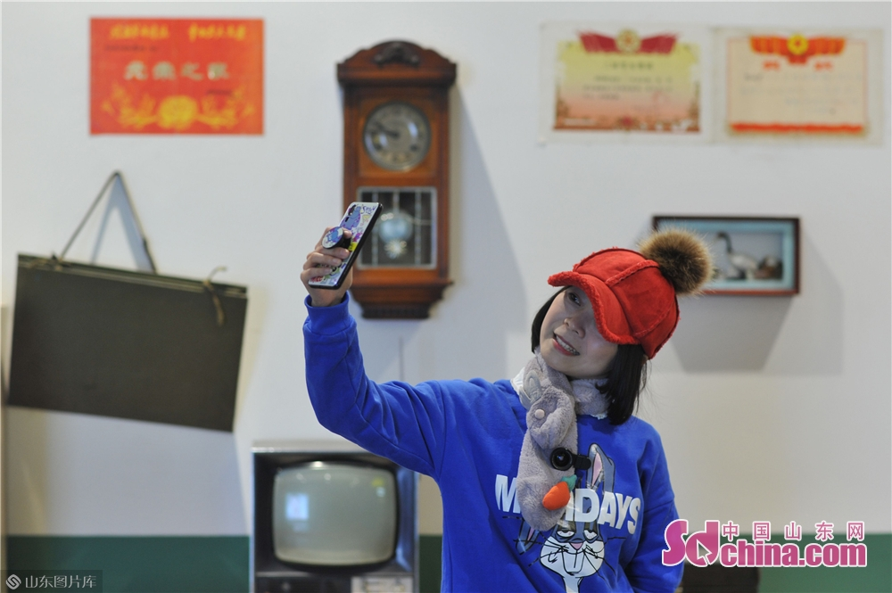 A visitor takes selfies in Xizhen Museum of Qingdao, east China&amp;rsquo;s Shandong Province on January 28, 2019. The Intangible Cultural Heritage Exhibition kicked off here on Monday to greet the Chinese Lunar New Year, which falls on Feb. 5 this year.<br/>