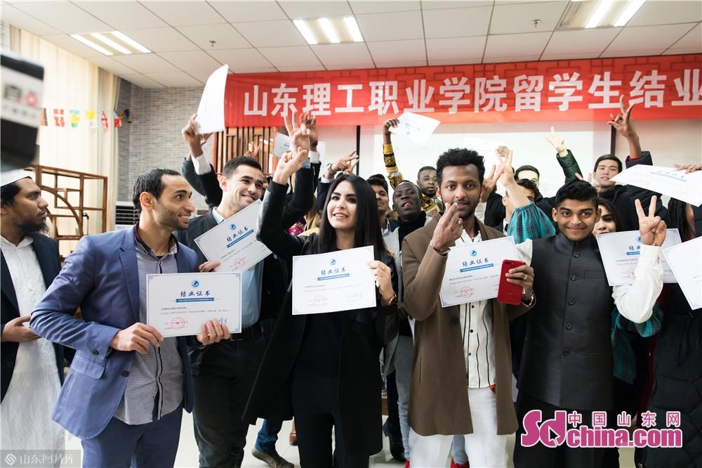 <br/>  2019年1月8日,山东理工职业学院第一批27名留学生完成了为期一年的汉语及传统文化学习,顺利获得结业证书。