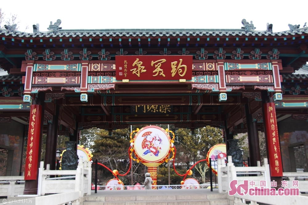 Photo taken on January 9, 2019 shows the entrance of Baotu Spring Park in Jinan, capital of Shandong Province. The40th Baotu Spring Lantern Festival, highlighting the city&amp;rsquo;s feature of springs and contemporary spirit, is set to raise the curtain in Jinan on February 5, the day of Spring Festival.<br/>