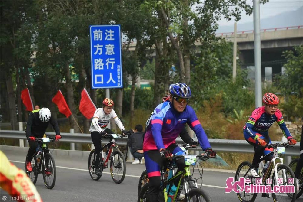 <br/>  本次比赛共设置男子组、女子组、骑游组三组进行。<br/>
