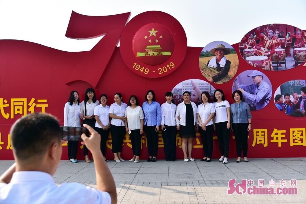 <br/>  在观看展览后,大家纷纷表示将不忘初心,牢记使命,为实现中华民族伟大复兴的中国梦,为建设美丽幸福新梁山做出新的更大贡献!
