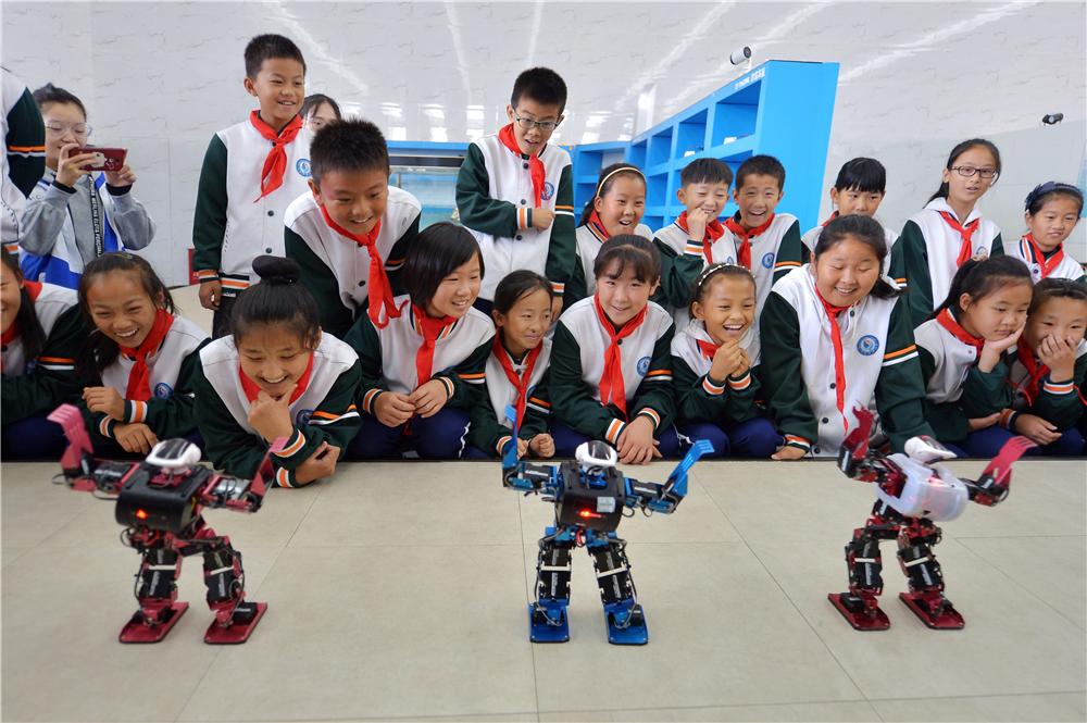万博manbetx官网手机版下载青岛:探营智能机器人 感受科技魅力