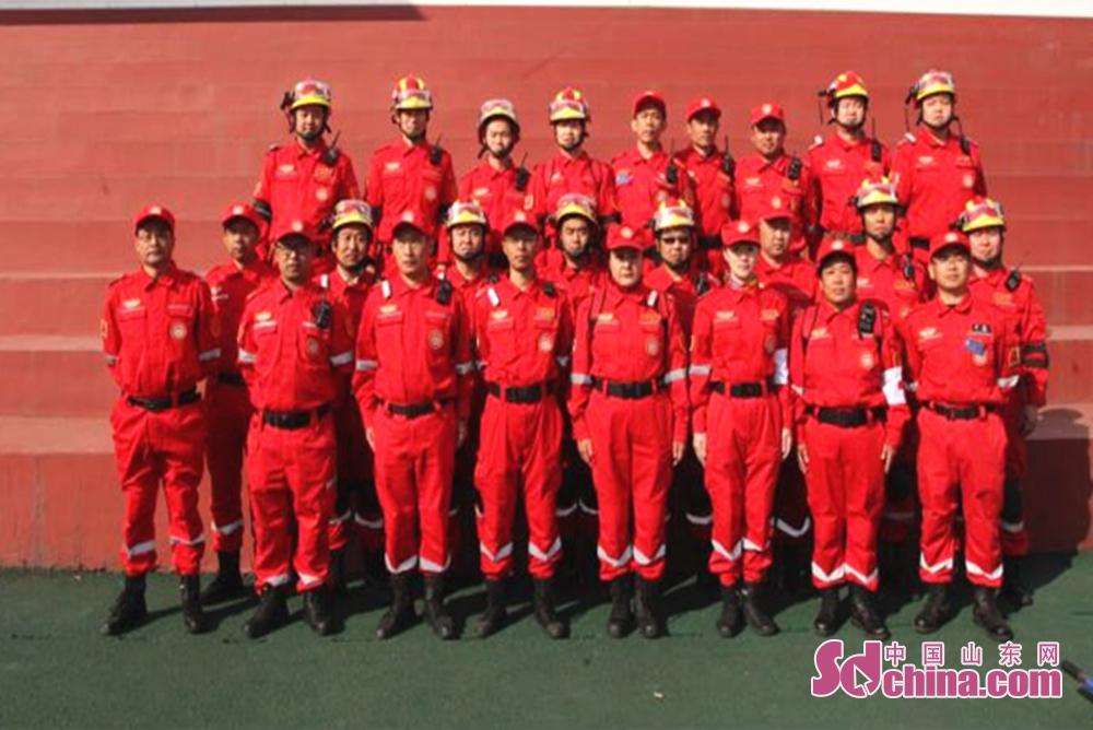10.26日,淄博红狼救援队参加全市消防技能大赛。<br/>