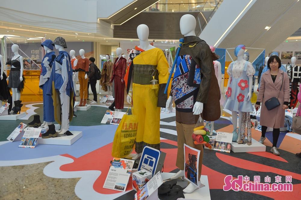 <br/>  11月7日,这是在青岛市万象城举办的2019青岛世界大学生时尚设计大赛&middot;作品展现场。