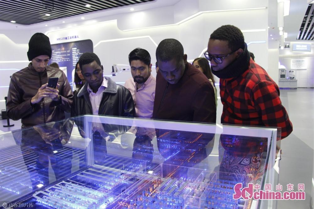 <br/>  济南高层次人才创新创业示范园是集科研、会展、孵化、创新创业和物联网大数据中心于一体的智能化、生态型双创基地,该基地主要分为载体平台、人才团队、成果转化和服务保障四方面。<br/>