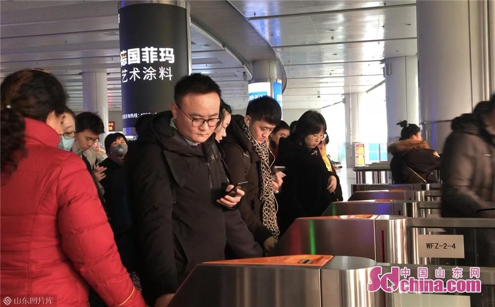 <br/>  记者从潍坊火车获悉,根据铁路部门安排,自12月10日起,潍坊火车站正式启用电子客票,进入&ldquo;无纸化&rdquo;时代。<br/>