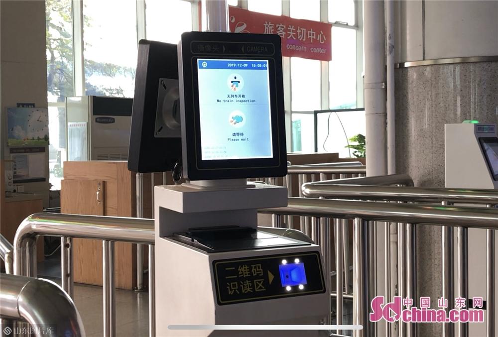<br/>  在检票口处还安装了几台新设备,分别为购票信息查询打印终端和旅客检票操作终端。<br/>