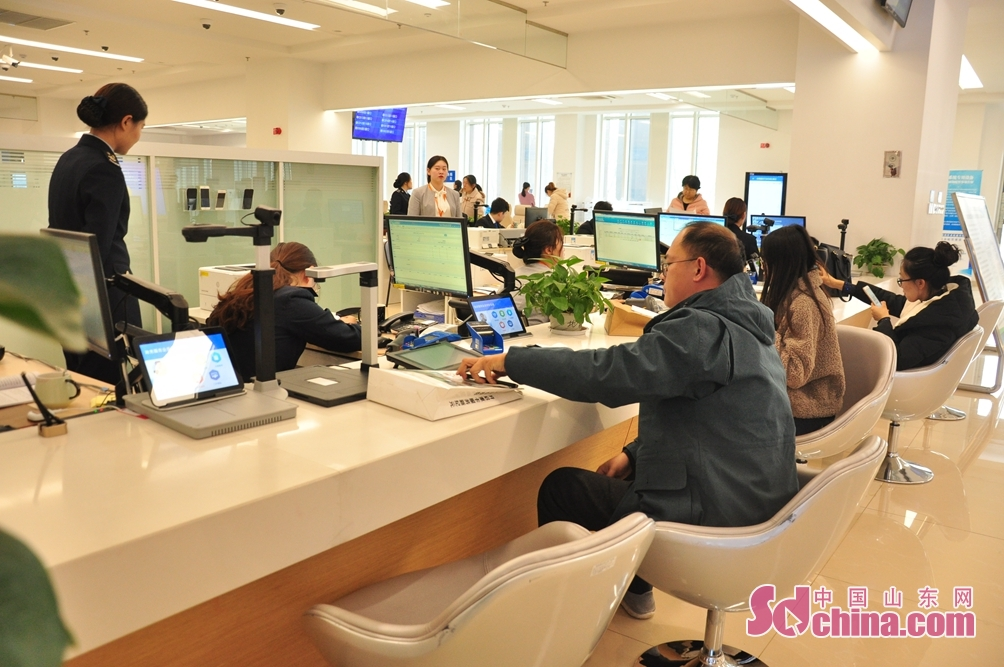 The government service and public resources trading hall, as one of the first batch of pilot units of one-window comprehensive service, provides one-stop service for administrative examination and approval.