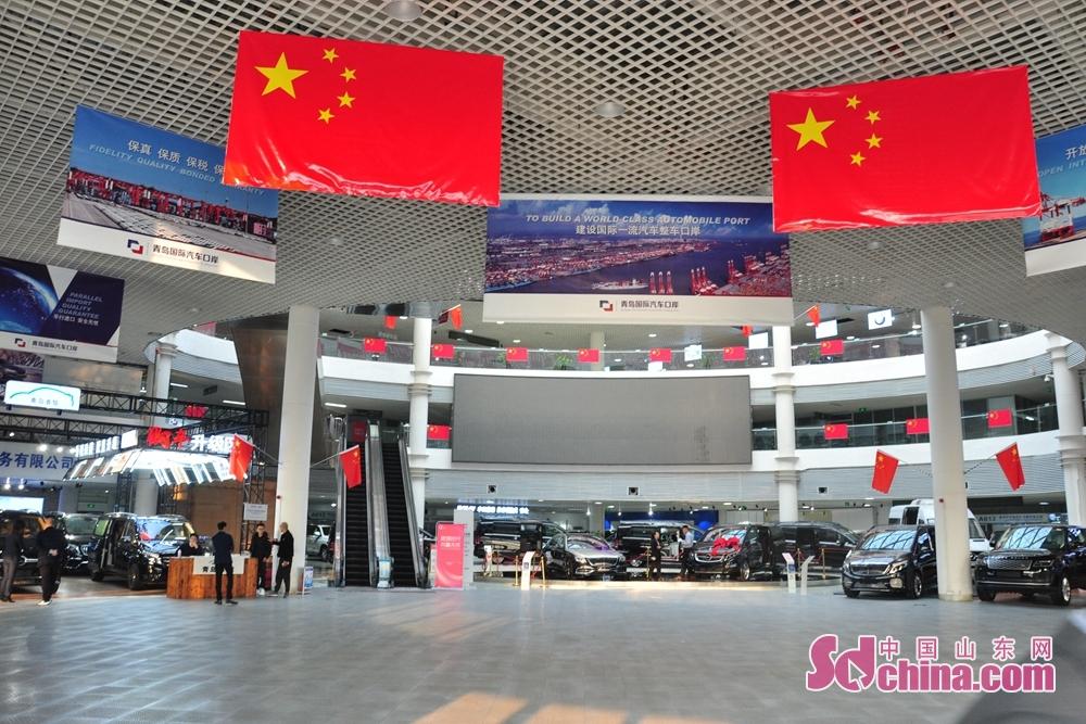 2.8万平方メートルに達した青島保税港区自動車城は300台余りの自動車を展示、毎年4000台余り、24億元の取引総額を実現した。
