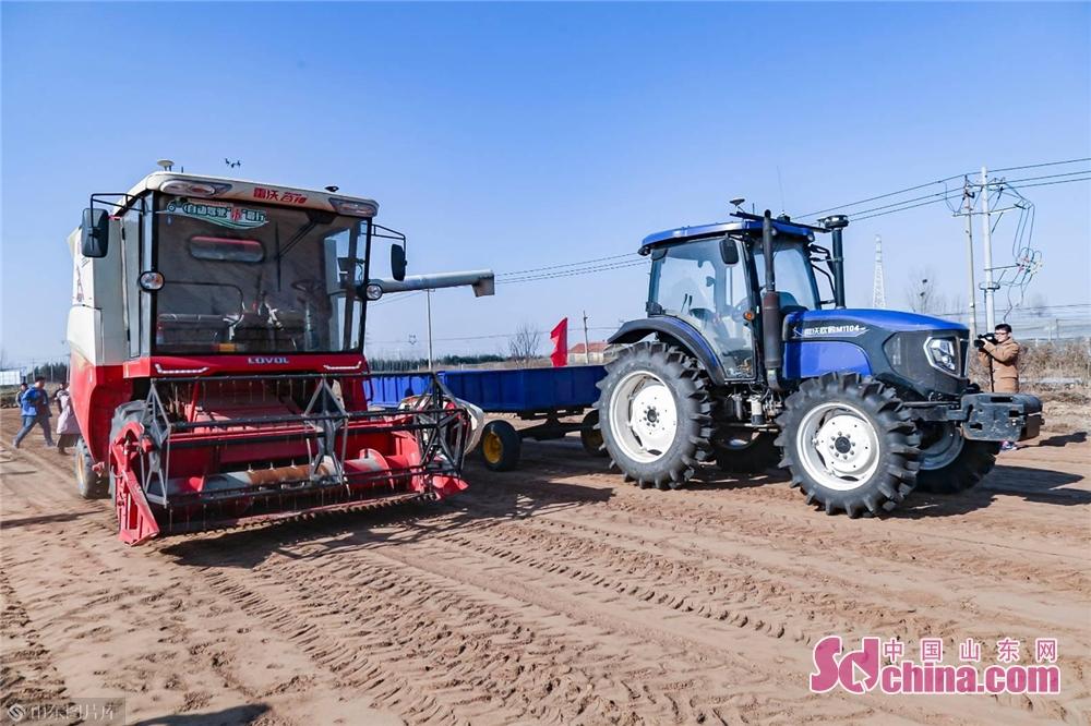 <br/>  2012年起,雷沃重工就着手智慧农业和智能农机的创新研发,推动数字化、智能化技术与农业装备的深度融合,探索现代农业的智慧化实现模式。