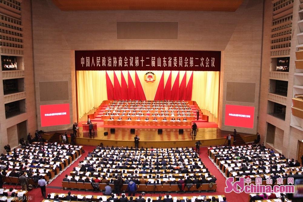 2月13日午後9時、山東省政治協商第12期2回会議は済南山東会堂で開催した。<br/>