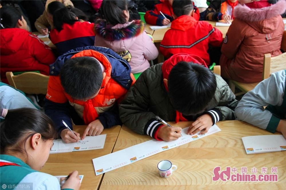 2月4日,立春。&amp;ldquo;少年追梦&amp;rdquo;系列明信片在沂蒙红色邮局总局首发。为鼓励青少年树立远大理想,敢于拼搏,勇于追梦,学好本领,向祖国七十周年生日献礼,为实现伟大复兴的中国梦努力奋斗。临沂市邮政分公司发行&amp;ldquo;少年追梦&amp;rdquo;系列明信片六联片。<br/>
