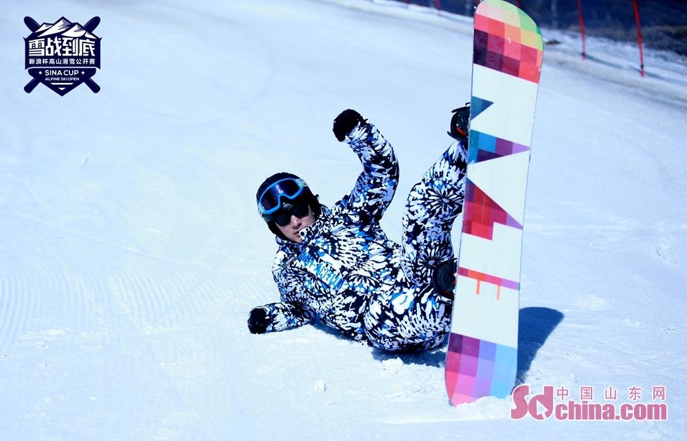 <br/>  新浪杯高山滑雪公开赛是新浪体育重力打造的特色冰雪赛事,聚焦国内滑雪运动,通过比赛的形式传播现代冰雪运动精神,蒲巴甲作为唯一一位受邀嘉宾,与滑雪精英选手一同领略冰雪运动的魅力。<br/>