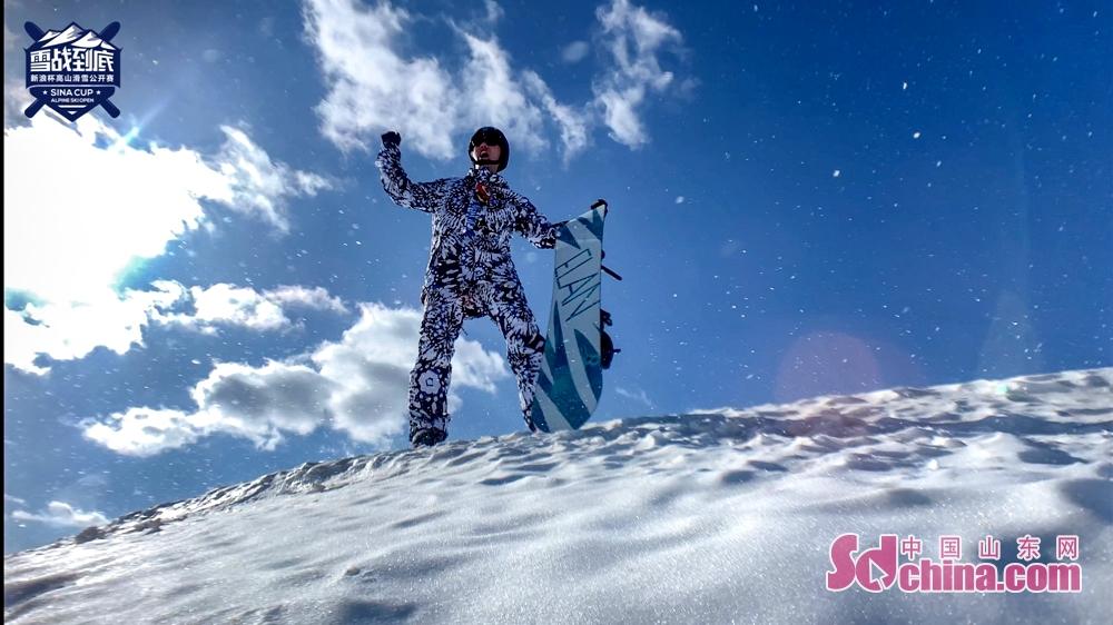 <br/>  新浪杯高山滑雪公开赛是新浪体育重力打造的特色冰雪赛事,聚焦国内滑雪运动,通过比赛的形式传播现代冰雪运动精神,蒲巴甲作为唯一一位受邀嘉宾,与滑雪精英选手一同领略冰雪运动的魅力。