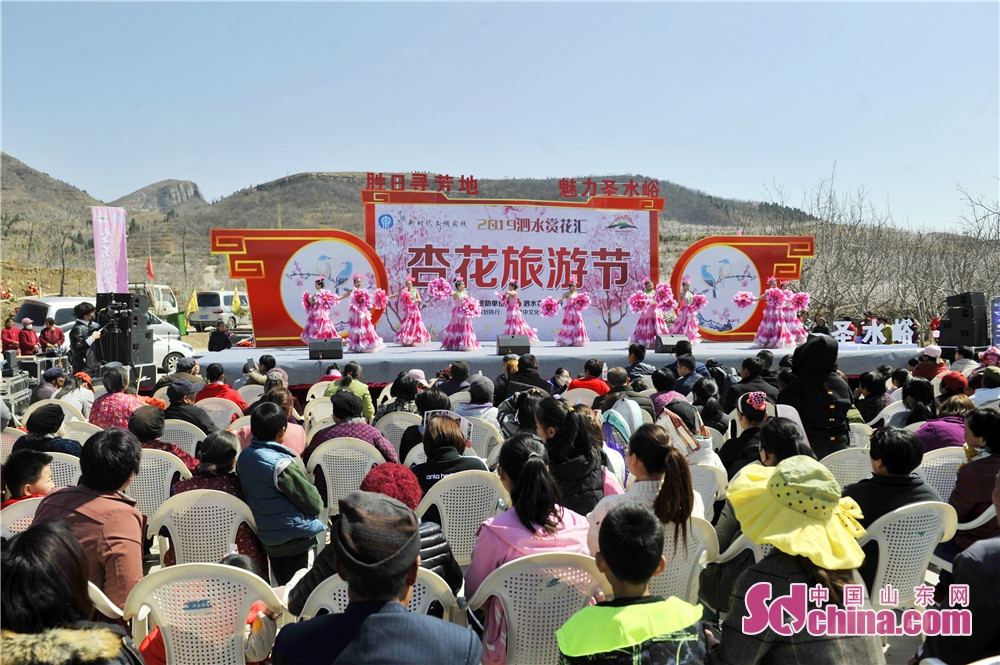 Artists perform in celebration of the Apricot Blossom Tourism Festival in Sishui County in Jining, east China&rsquo;s Shandong Province. The Apricot Blossom Tourism Festival kicked off here on Saturday to greet the warm spring.<br/>