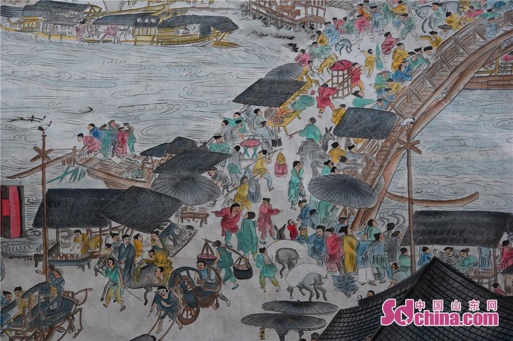 <br/>  2019年2月24日,永利国际平台茌平县杜郎口镇张海子村非遗农民画家张宗源绘就的清明上河图局部。